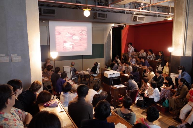 この会場の一体感! 「ヨシガモ」の16ミリフィルム上映の最後のクレジットに見つけたディレクターのクレジットに、「ローレンツだ!!」とお二人の声が揃う。