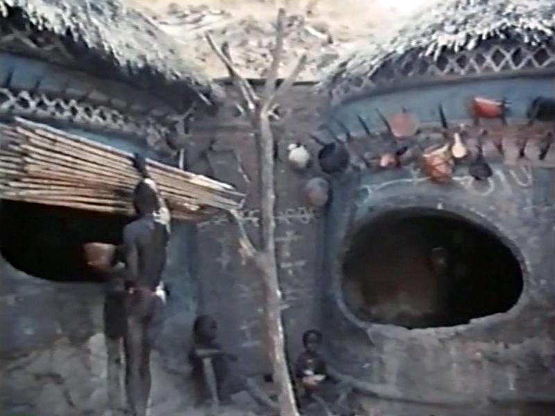 ECフィルム E0698スーダン・コルドファン・マサキン族 料理と食事(1963)  この地域は1980年代より激しい国内紛争が勃発し、数百万人の住民たちが難民となったという。